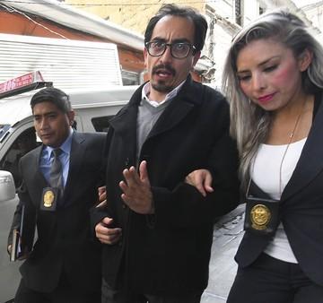 Fiscalía imputa por dos delitos al concejal paceño Siñani y pide su detención domiciliaria