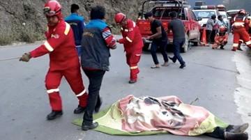 Se embarranca vagoneta y fallecen tres ocupantes