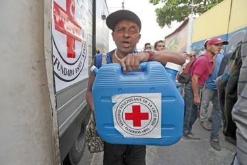 Venezuela: Llega avión con ayuda humanitaria