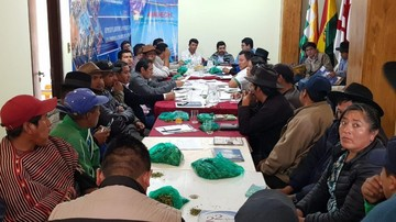 Gobernador ordena desalojo de periodistas de reunión abierta con autoridades municipales