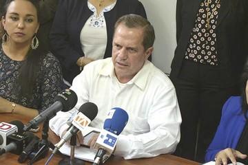 Ordenan detención de Ricardo Patiño