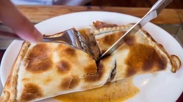 Buscan récord mundial con empanada gigante en Sucre