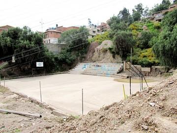 Estado de una cancha aflige  a vecinos de Villa Charcas