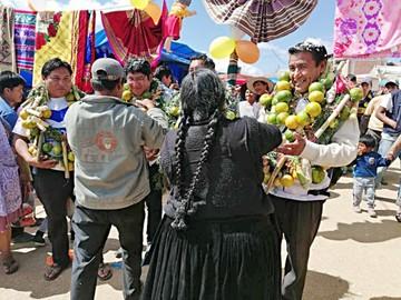 Feria en Lajastambo arranca con masiva participación