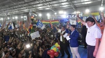 Acusan a Evo de usar bienes del Estado para hacer campaña en Argentina