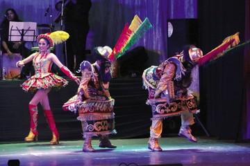 Bolivia destaca  en la conservación de sus danzas