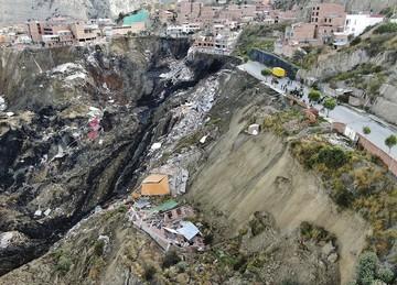 Deslizamiento en La Paz afecta a 60 viviendas y decenas de familias