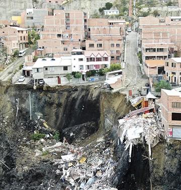 La Paz: Otro deslizamiento  golpea a unas 380 personas