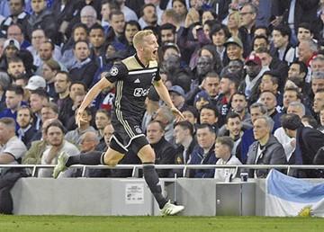 El Ajax conquista un nuevo estadio y acaricia la final