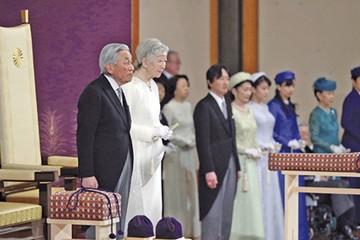 """Naruhito comienza la era de la """"armonía"""" en Japón"""