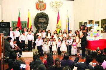 Coro pide paz con canciones