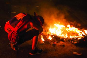 Maduro pide apoyo y López anticipa nuevas rebeliones