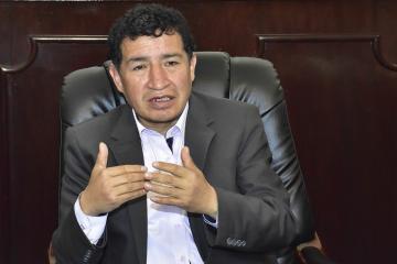 Borda sospecha que renuncias en TSE buscan frenar elecciones.