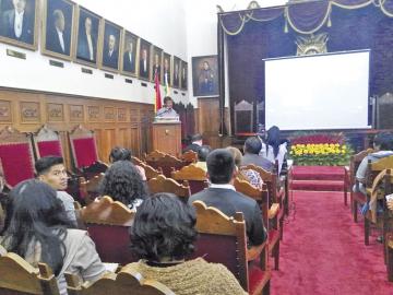 Periodista de CORREO DEL SUR en seminario