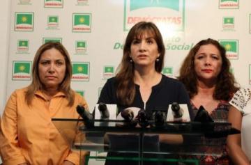 Retienen a la esposa del alcalde Leyes cuando pretendía viajar a EEUU