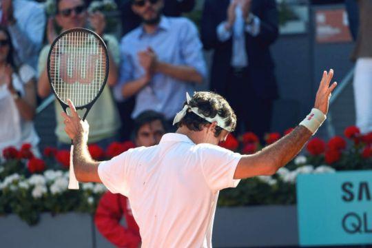 Federer sufre, Djokovic mantiene su récord y Osaka ve peligrar el número uno