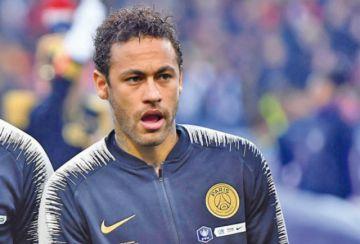 Suspenden a Neymar por agredir a hincha