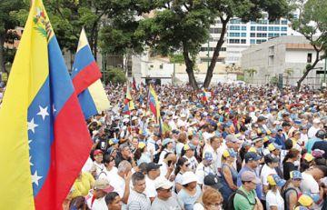 Guaidó insiste en ayuda militar frente a una endeble protesta