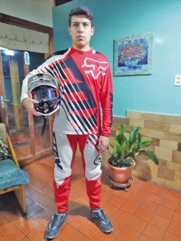 Practicó el bicicross, motociclismo y el karting, pero el descenso de montaña lo atrapó