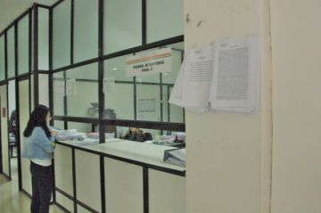 Se suspende juicio oral por supuesta negligencia