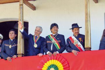 Evo asistió a 8 de 13 actos  de festejo del 25 de Mayo