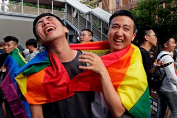 Taiwán hace historia al aprobar uniones entre homosexuales