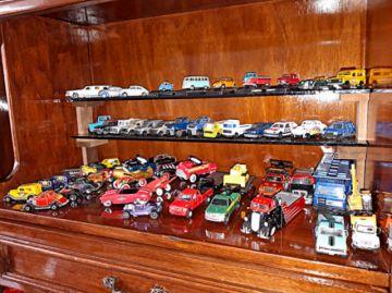Coleccionistas de autos, muñecas y G.I. Joe