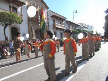 Niños de kínder abren homenaje por el 25 de Mayo
