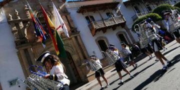Desfile escolar muestra civismo