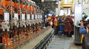 Inauguran fábrica de envases de vidrio en Zudáñez