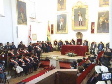 Sesión conjunta honra a héroes
