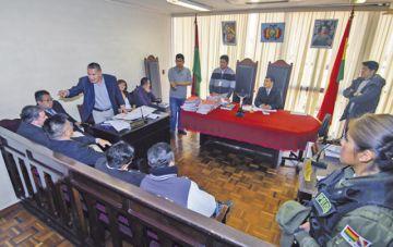 León amenaza con encarcelar a juez  en caso Zapata