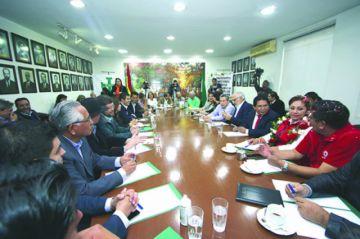 Cumbre pacta contra TSE pero no sella frente único