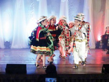 Pequeños bailarines se roban aplausos de Sucre