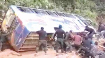 Bus con más de 40 policías sufre accidente de tránsito