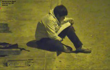 Un millonario se conmueve y le regala una casa a un niño que estudiaba en la calle