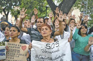 Señalan a Maduro por muertes en hospitales