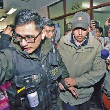Cautelan a dos personas por corrupción en Uelicn
