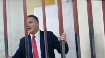 Arrestan a León y a su abogada por exigir devolución de pruebas del caso Zapata
