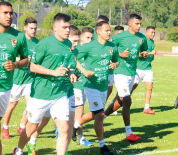 Bolivia se mide ante la campeona