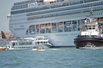 Venecia: Crucero choca con barco turístico