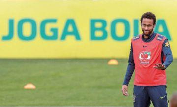 Neymar entrena