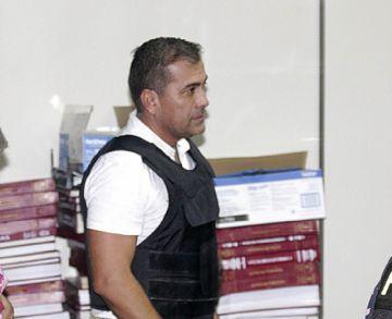 Excapitán llega a Santa Cruz para audiencia de cesación a la detención preventiva