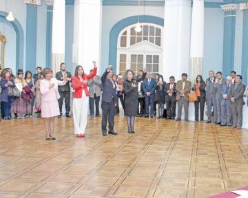 Mamani, Campero y Suxo juran como embajadores