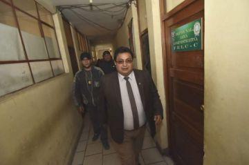 Fiscalía imputa por tres delitos a Barral y pide detención domiciliaria