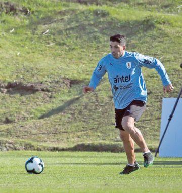 Uruguay recibe a Suárez