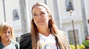 Esposa de Leopoldo López logra trasladarse a España