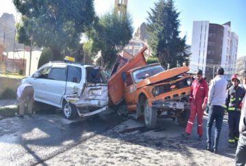 La Paz: Muere una persona en una colisión múltiple en Achumani