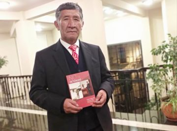 Pastor Mamani presenta libro ¡No te detengas...!