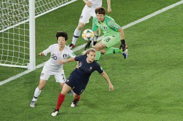 Mundial se abre con goleada de  las francesas